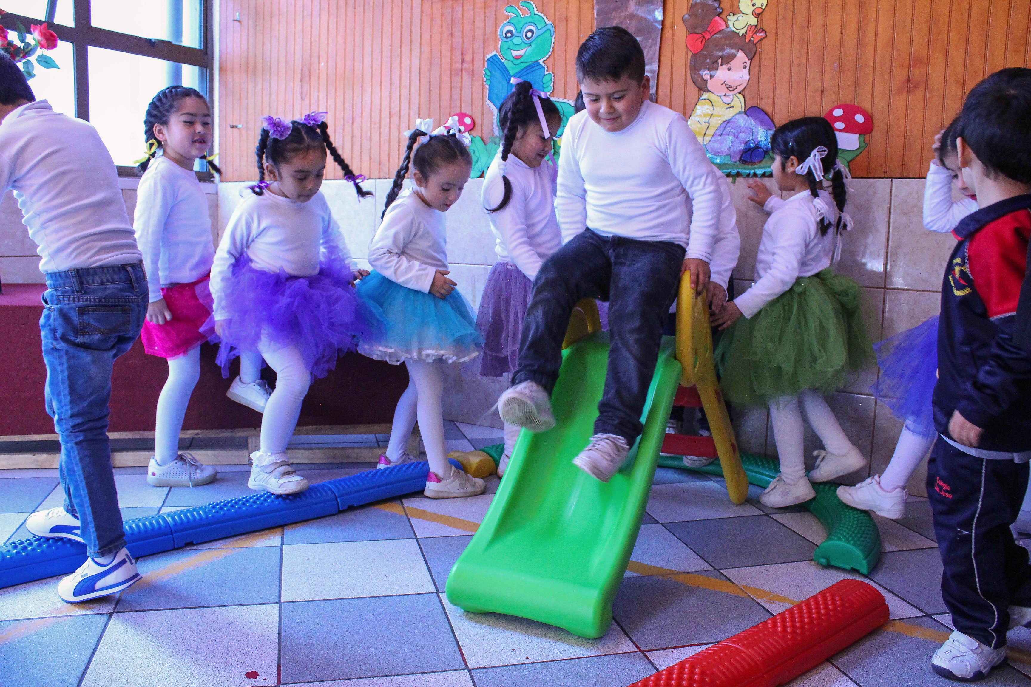 Jardines Infantiles De San Pedro De La Paz Recibieron Juegos